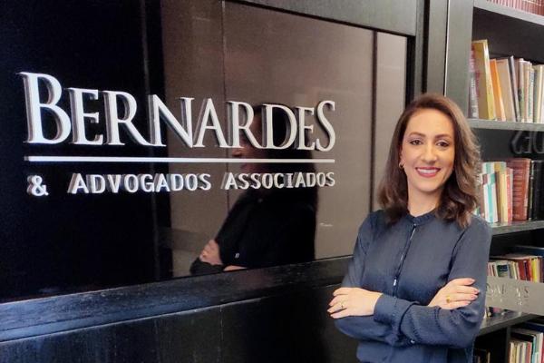 Dra. Mariella Santana, integrante da equipe de Direto Empresarial, discute as novas regras para falências e recuperação judicial no Super N – 2ª Edição do jornal O Tempo