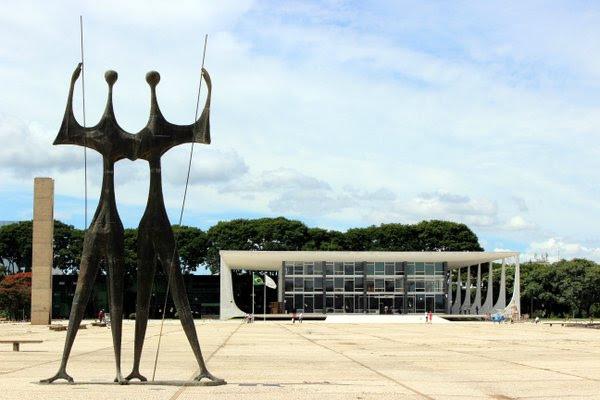 Suspensa norma que atribuía à Assembleia Legislativa escolha do procurador-geral do Amapá